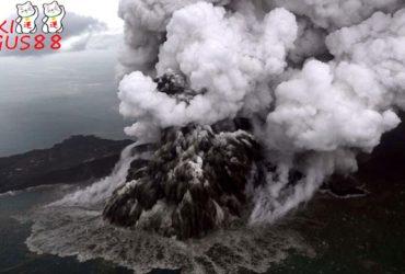 Gunung Anak Krakatau Meletus Jadi Sorotan Media Asing